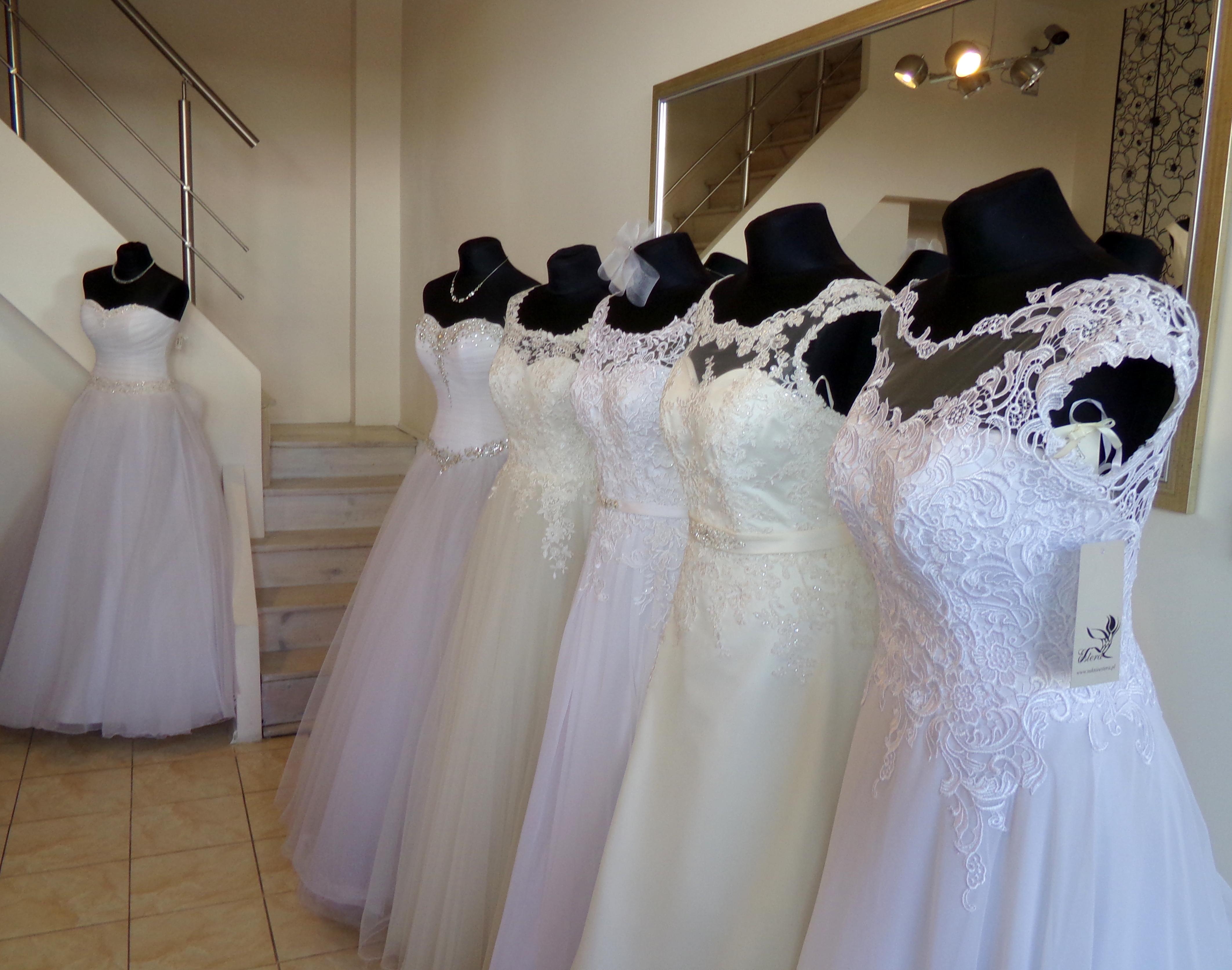 84759586 Zajmujemy się również czyszczeniem i praniem sukni ślubnych. Nasza oferta  jest skierowana do Pań ceniących sobie dobrą jakość oraz profesjonalizm.